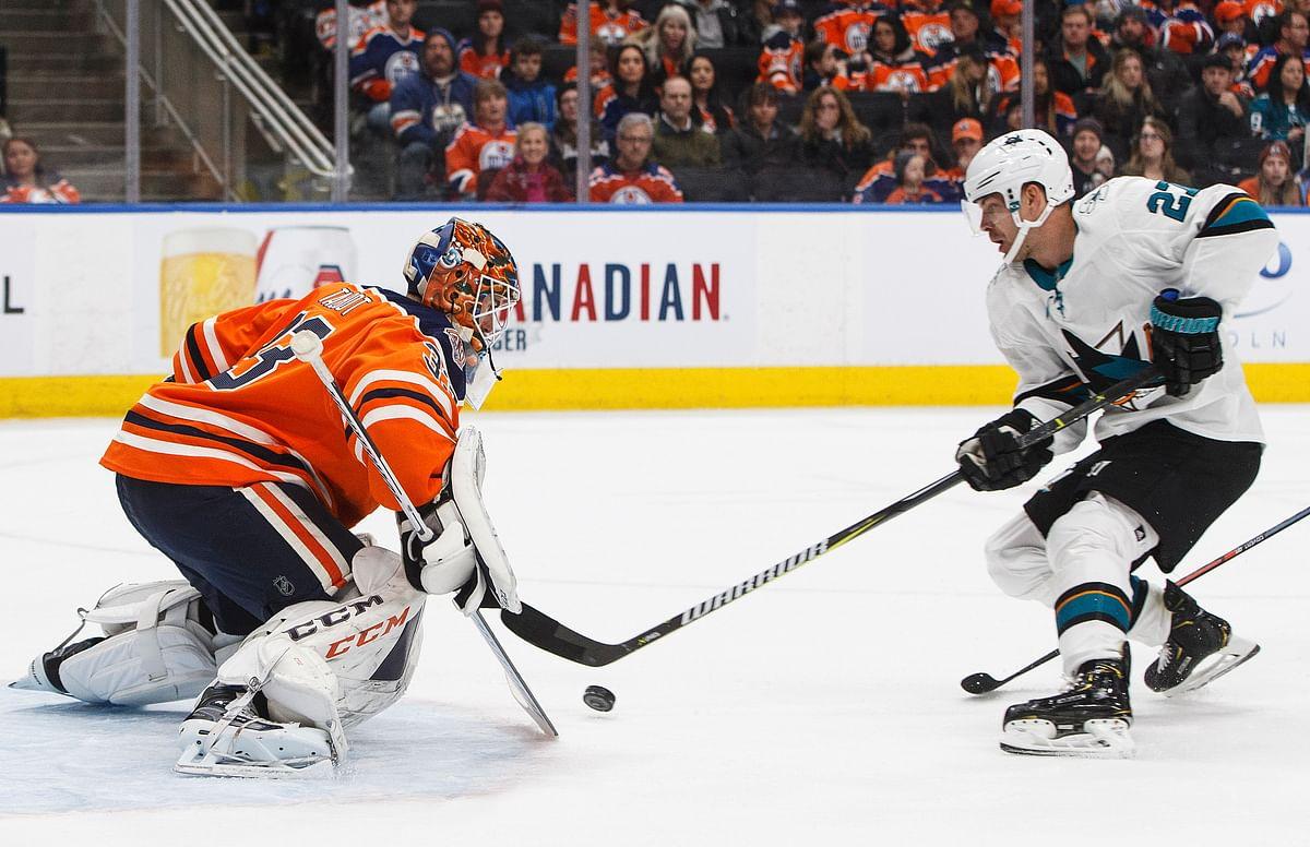 Oilers' goaltender Cam Talbot (left) has been dealt to the Flyers