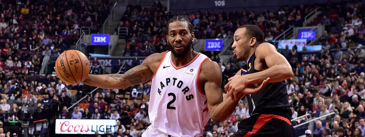 Toronto's  Kawhi Leonard drives around Clippers' Avery Bradley