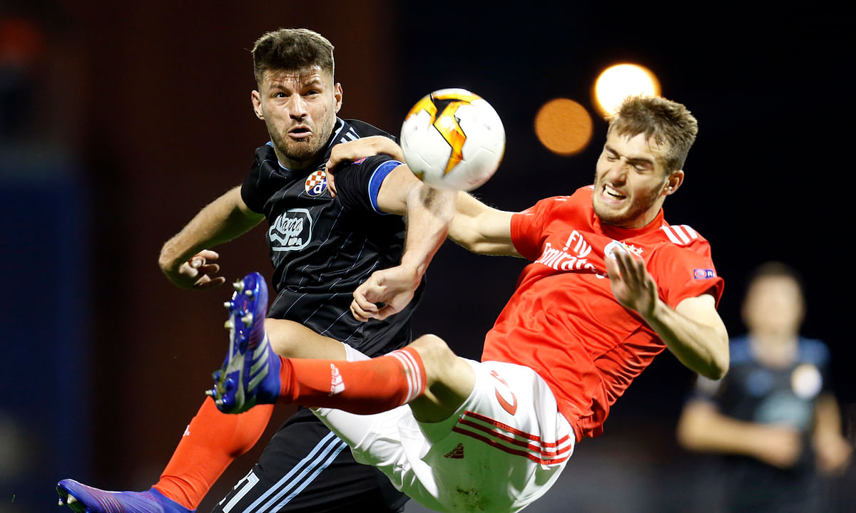 Dinamo Zagreb's Bruno Petkovic, left, fights for the ball with Benfica's Francisco Ferreira during the Europa League round of 16 on March 7, 2019.