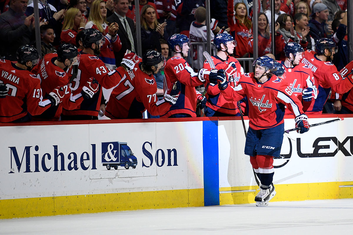 Carl Hagelin  celebrates his goal with the Capitals' bench Sunday (Nick Wass)