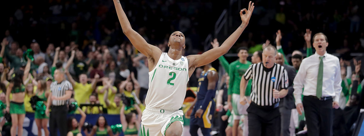 Oregon forward Louis King celebrates after scoring against UC Irvine during the second-round game in the tournament on March 24, 2019.