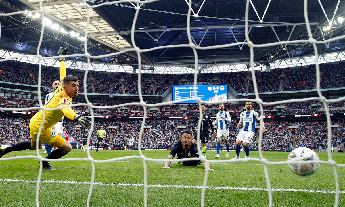 Soccer: UEFA Champions League action is back! Miller picks Liverpool v Porto & Tottenham v Manchester City + EFL Championship game