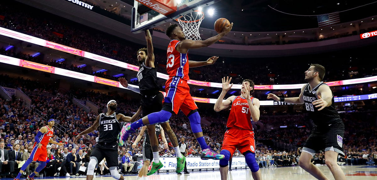 Sixers' Jimmy Butler drives to the basket against the Kings in March (Matt Slocum)