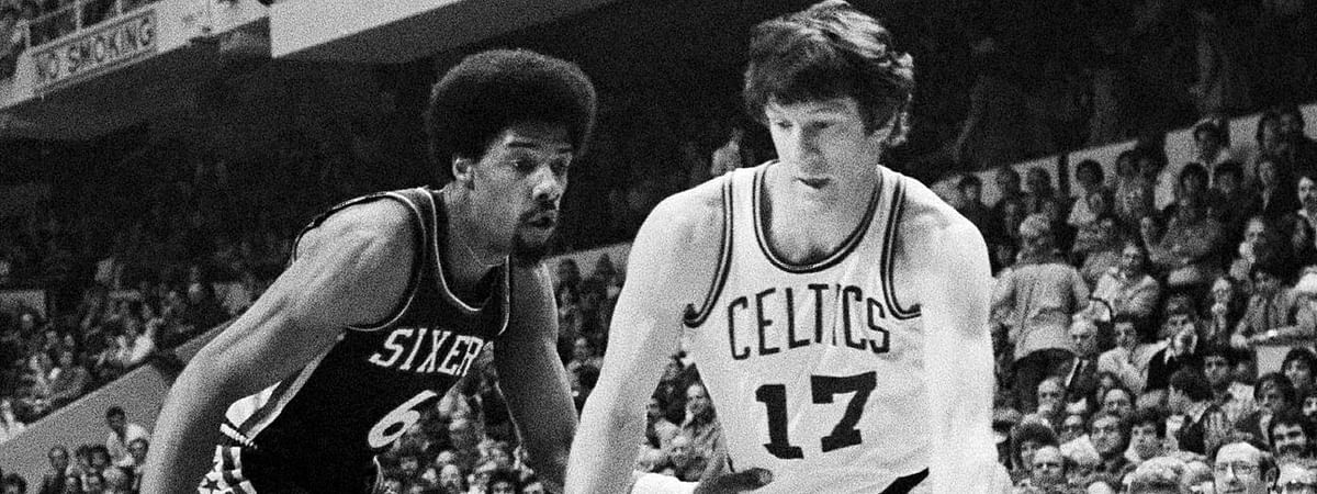 Celtics' John Havlicek (right) drives on Sixers' Julius Erving in an April 29, 1977 playoff game (File)