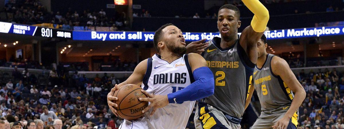 Mavericks guard Jalen Brunson drives against  Grizzlies guard Delon Wright Sunday (Brandon Dill)