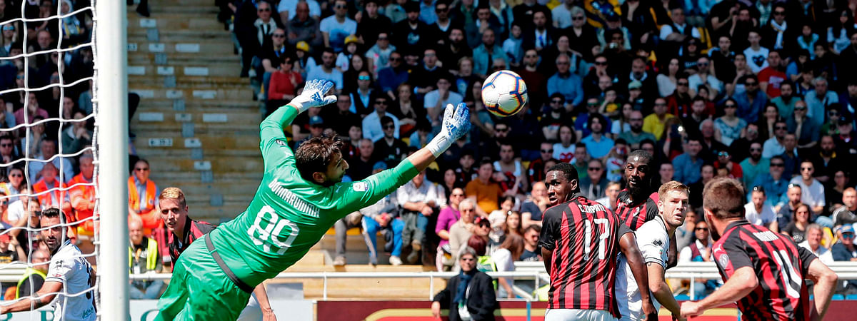 AC Milan's Gianluigi Donnarumma makes a save in a Serie A soccer match between Parma and AC Milan n Parma, Italy, April 20, 2019. (Elisabetta Baracchi/ANSA via AP)