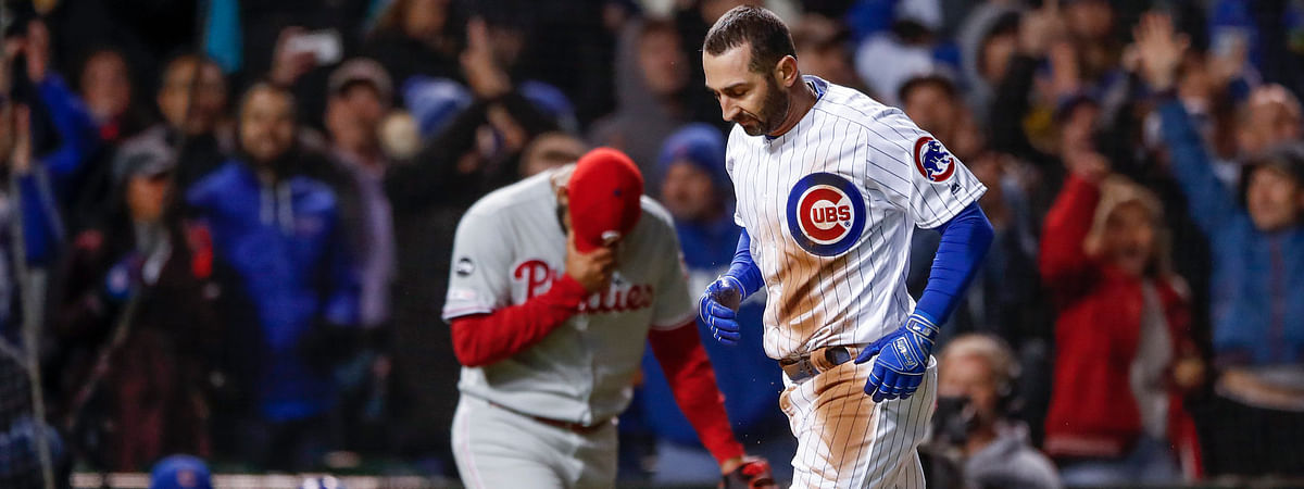 Cubs' Daniel Descalso completes an eventful trip around the bases (triple, error) in the eighth inning on May 20 (Kamil Krzaczynski)