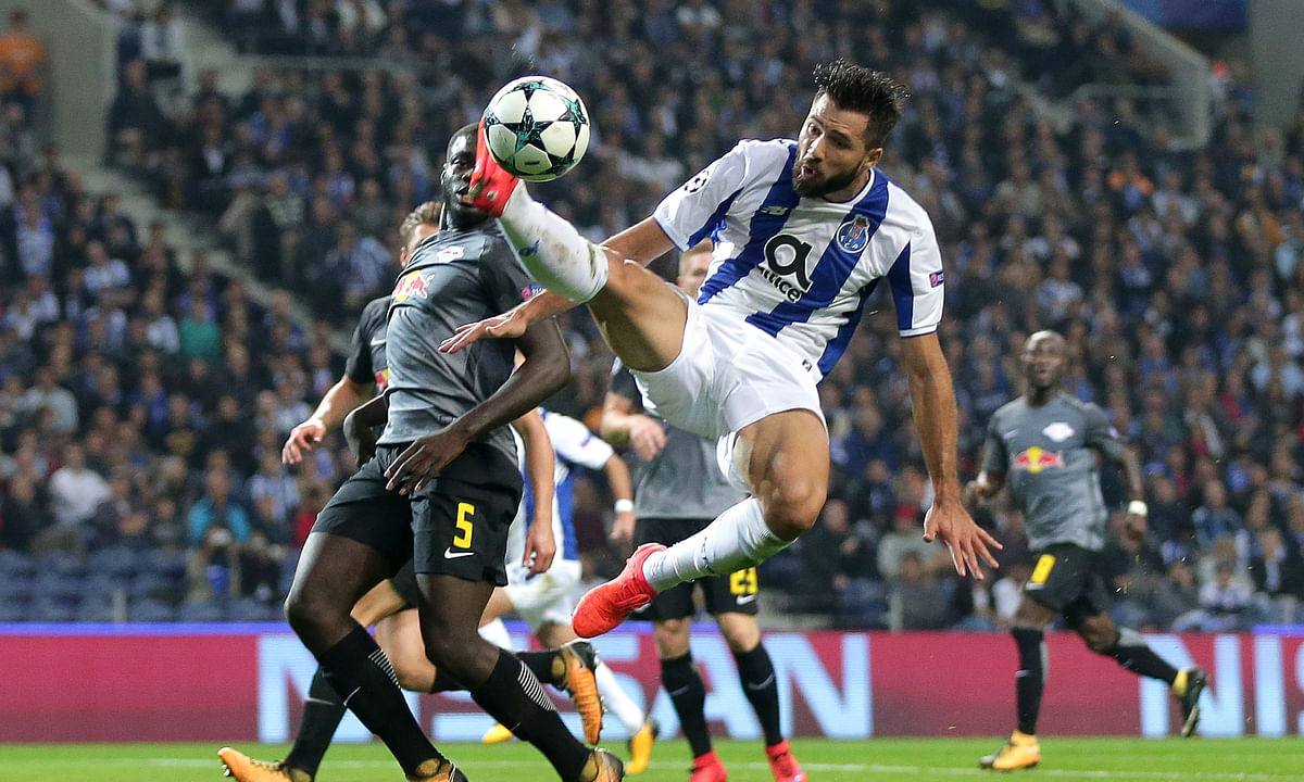 Soccer: Atletico Madrid reaches deal to sign Porto defender Felipe for $22.4 million