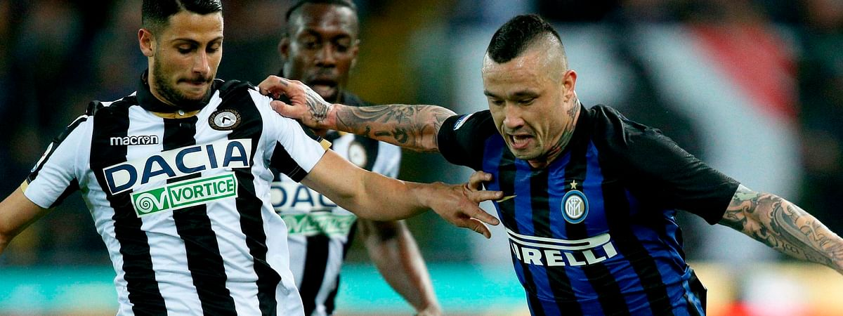 Udinese's Rolando Mandragora, left, and Inter's Radja Nainggolan in action during the Italian Serie A soccer match Udinese Calcio vs FC Inter on May 4, 2019.