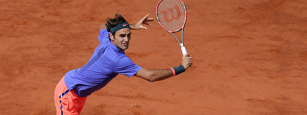 ARCHIVE - Roger Federer at the French Open in 2015. (AP Photo/David Vincent)