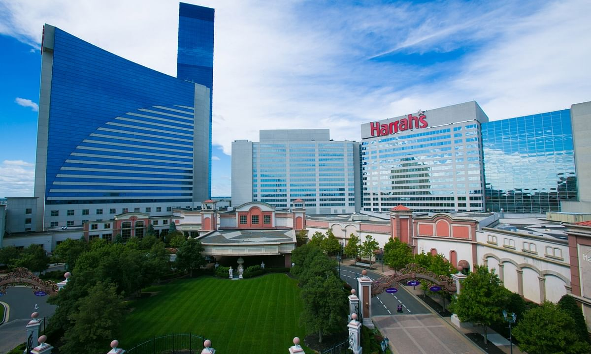 Harrah's in Atlantic City is reopening its poker room the day after Christmas.
