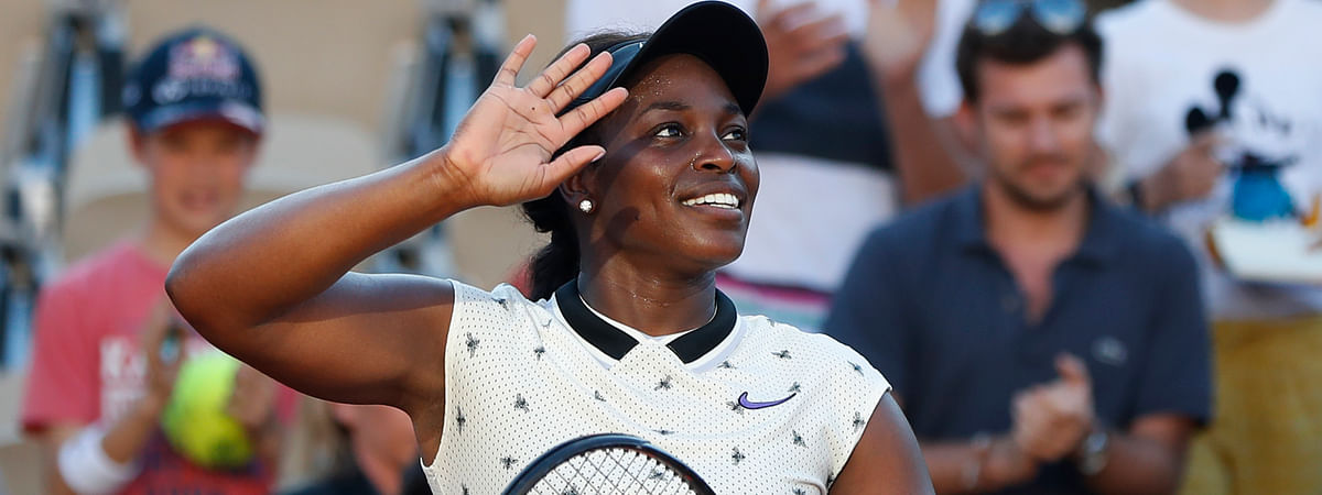 Sloane Stephens of the U.S. celebrates winning her their third round match of the French Open tennis tournament against Slovenia's Polona Hercog in three sets 6-3, 5-7, 6-4, at the Roland Garros stadium in Paris, Friday, May 31, 2019. (AP Photo/Pavel Golovkin)
