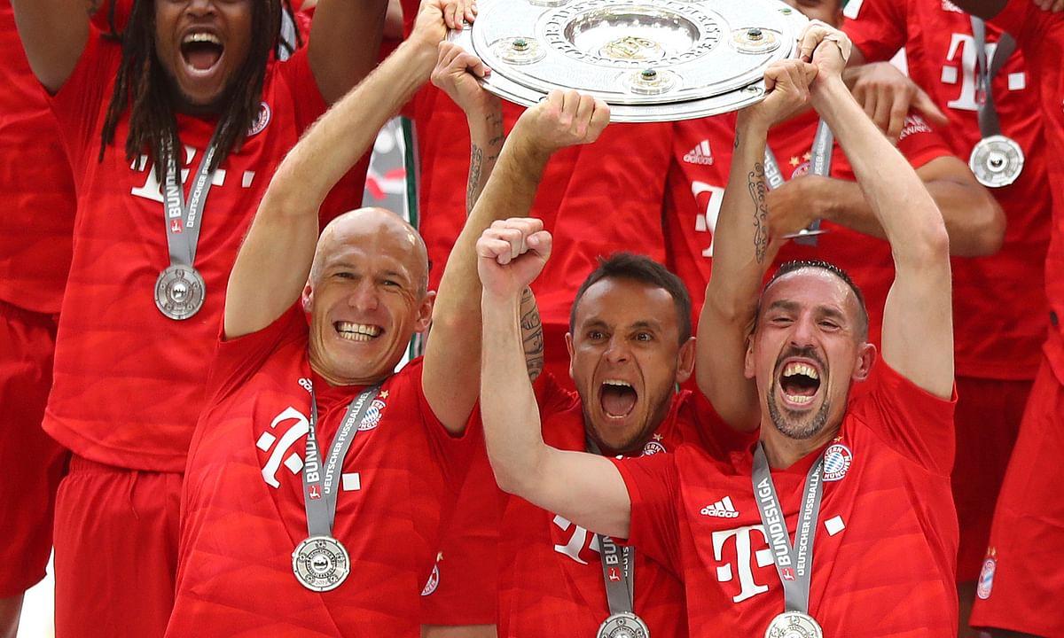 Bayern Munich claims another Bundesliga title, routing Eintracht Frankfurt 5-1, plus other results