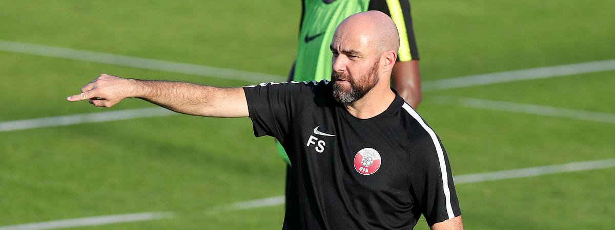 Qatar coach Felix Sanchez gives instructions to his players during a practice session on June 22 (Edison Vara)