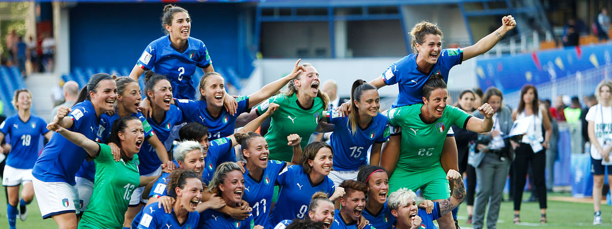 Italy players celebrate at the end of the Women's World Cup round of 16 soccer match between Italy and China at Stade de la Mosson in Montpellier, France, Tuesday, June 25, 2019. Italy won 2-0. (AP Photo/Claude Paris)