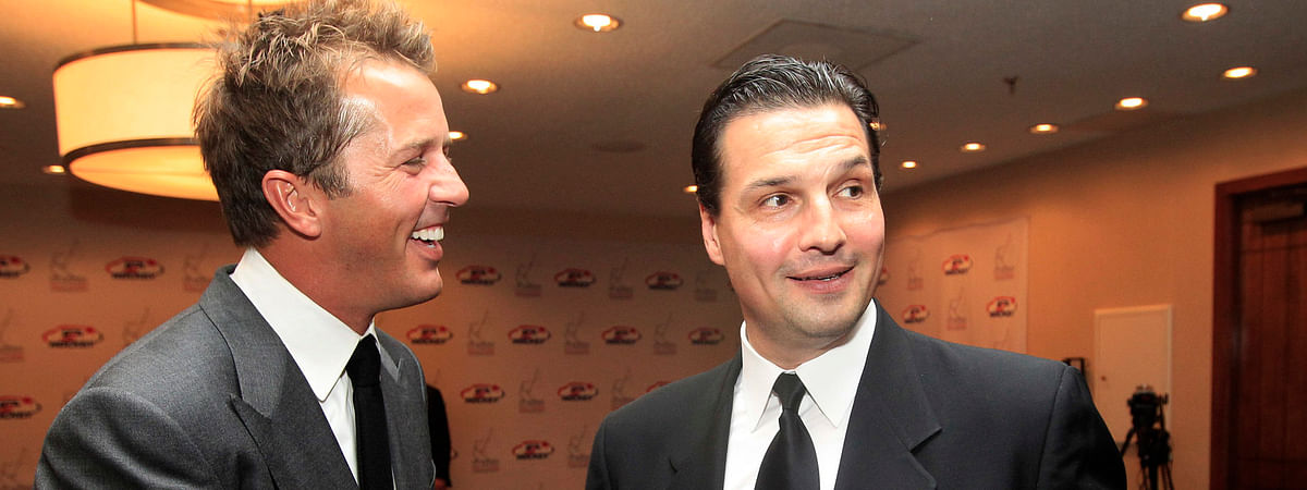 Eddie Olczyk (right, shaking hands with Mike Modano in 2012), will be working the broadcast booth at the Royal Ascot at Ascot Racecourse this week (LM Otero, File)