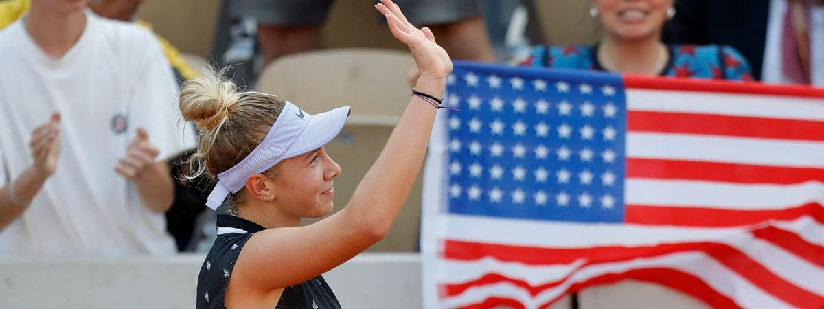 Amanda Anisimova of the U.S. celebrates winning her fourth round match on  June 3 (Pavel Golovkin)