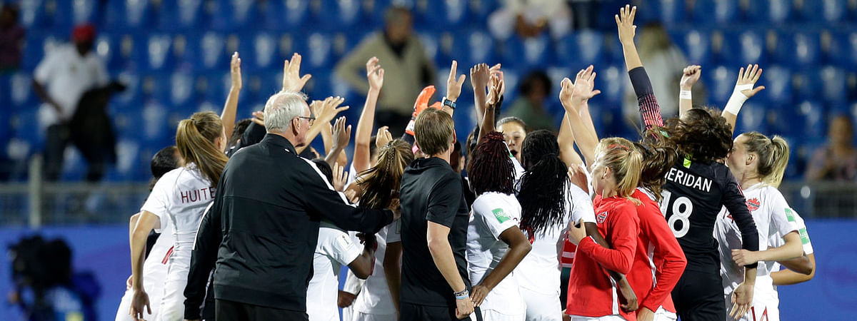 Canadian women's team celebrate after their 1-0 win in World Cup play over Cameroon on June 10, 2019 (Claude Paris)