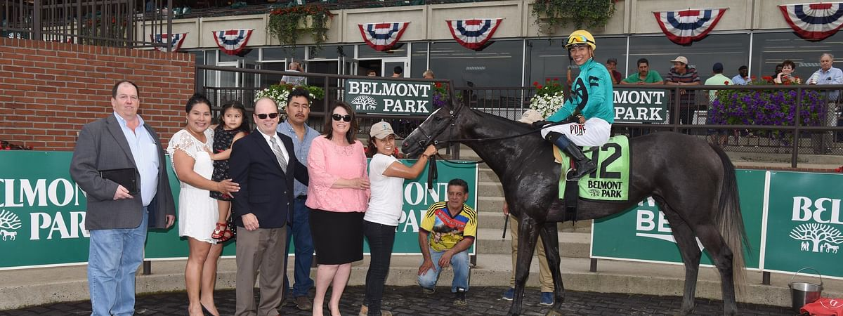 Kreesie in the winner's circle following victory in one of the 2018 New York Stallion Stakes (Adam Coglianese)
