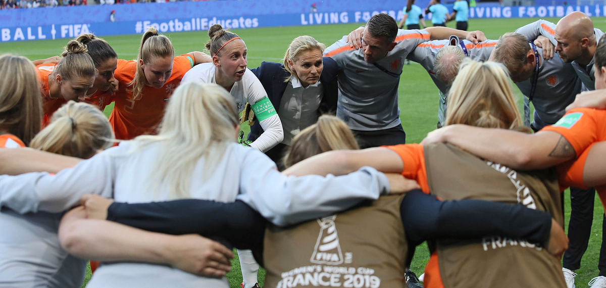 Netherlands team gathers before Women's World Cup Round of 16 match against Japan on June 25 (David Vincent)