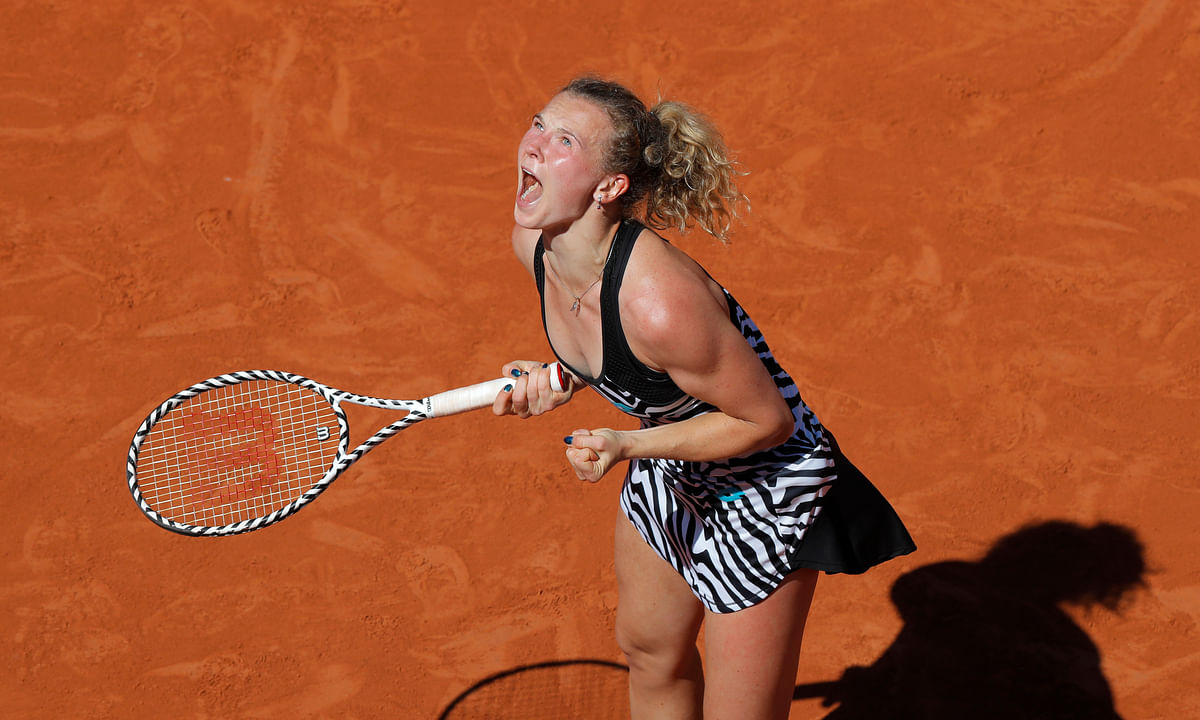 Naomi Osaka upset at French Open, Siniakova advances to face Madison Keys; Halep, Djokovic, Zverev, Tsitsipas, Fognini, Wawrinka also win