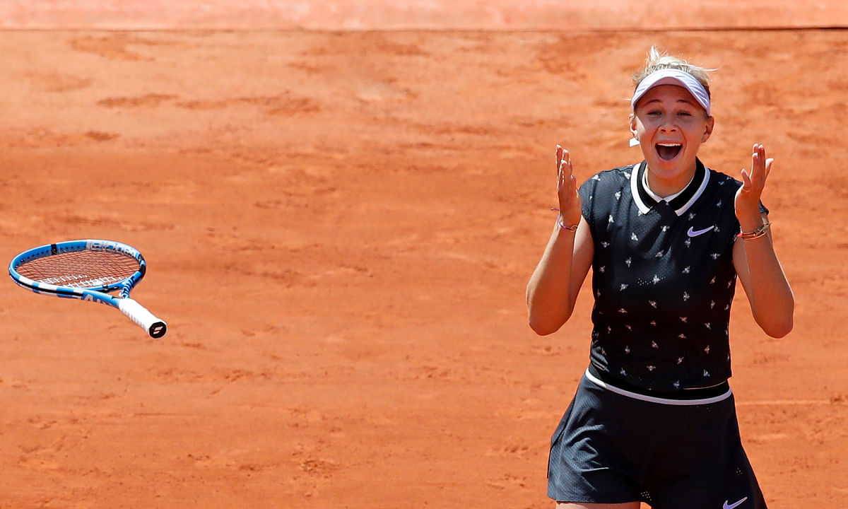 Amanda Anisimova of the U.S. celebrates winning her quarterfinal match of the French Open tennis tournament against Romania's Simona Halep last June. She wasn't as happy today in West Palm Beach.(AP Photo/Christophe Ena)