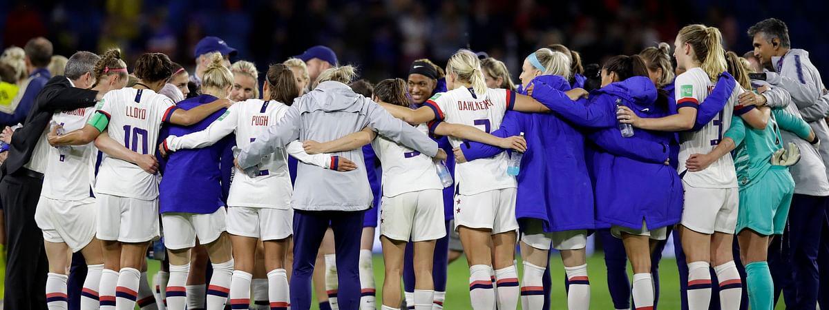 Carli Lloyd (left) and her teammates following their 2-0 win over Sweden on JJune 20 (Alessandra Tarantino)