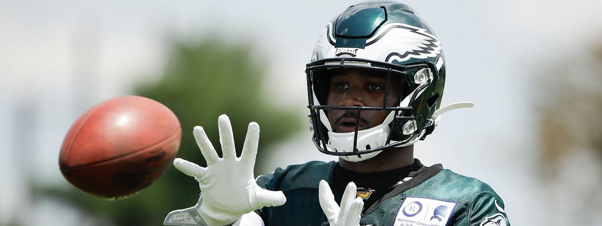 Rookie running back Miles Sanders catches a pass during Eagles' training camp on July 25 (Matt Rourke)