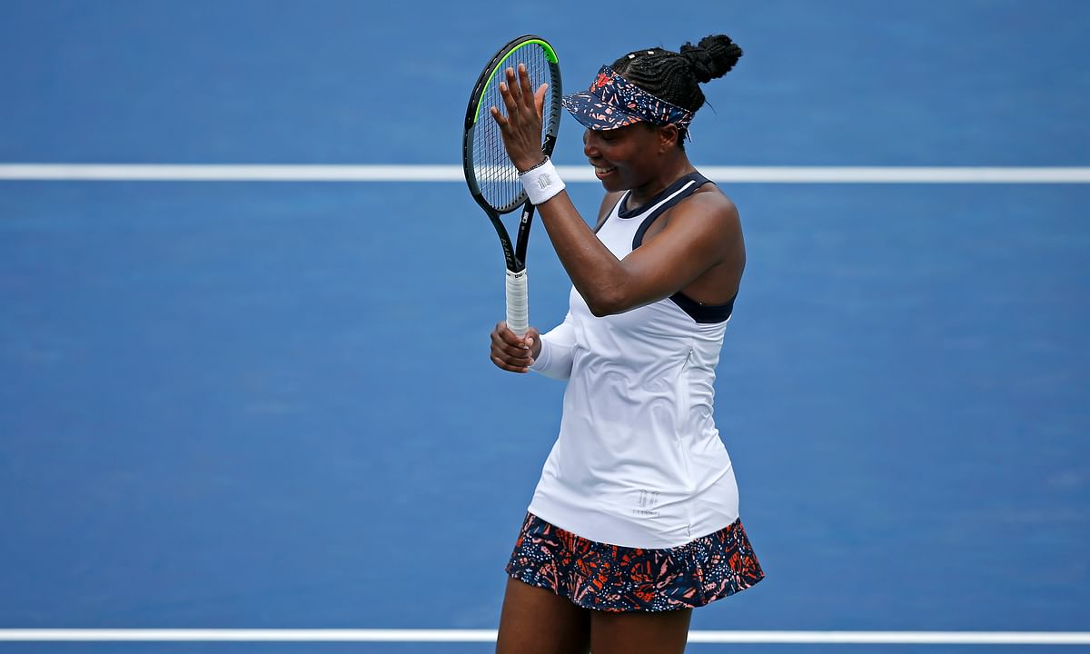 Venus Williams upsets Kiki Bertens at the Western & Southern Open; Serena withdraws