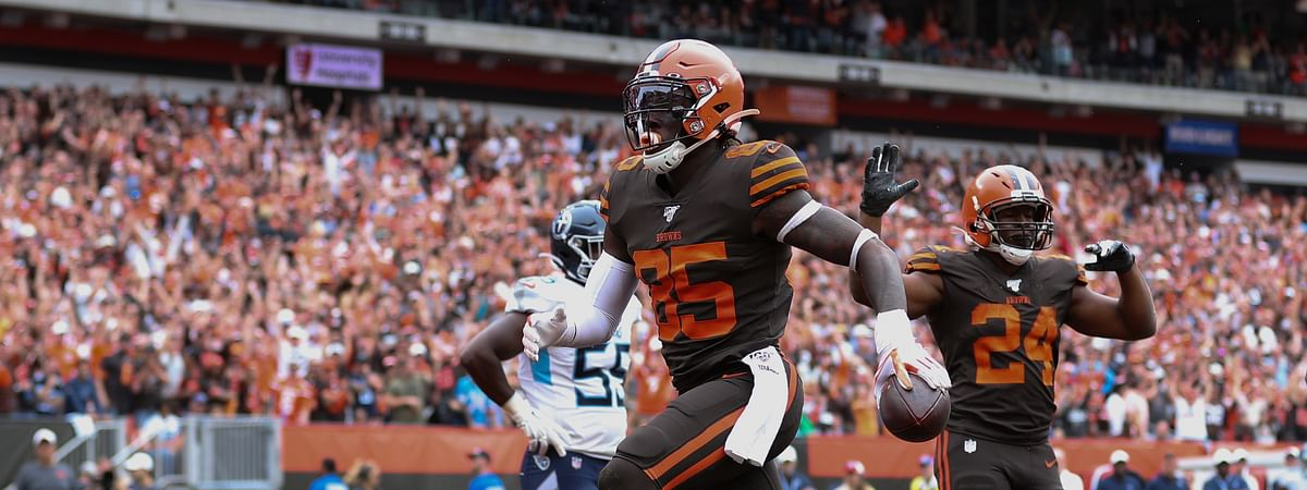 Cleveland Browns tight end David Njoku (85) catches a pass and scores a touchdown during an NFL game against the Tennessee Titans, Sunday, Sept. 8, 2019, in Cleveland. (Margaret Bowles via AP)