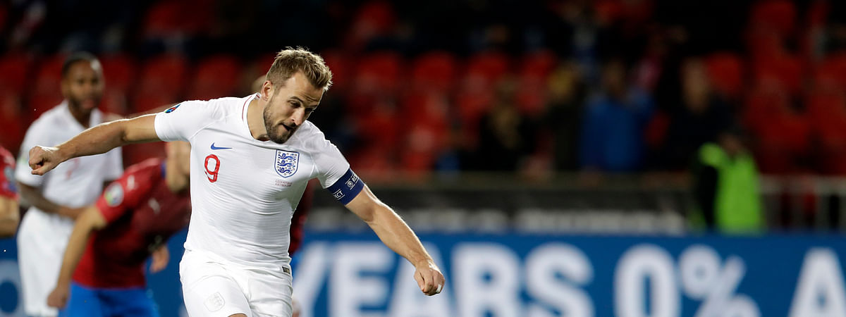England's Harry Kane scores his side's opening goal from the penalty spot during the Euro 2020 group A qualifying soccer match between Czech Republic and England at the Sinobo stadium in Prague, Czech Republic, Friday, Oct. 11, 2019. (AP Photo/Petr David Josek)