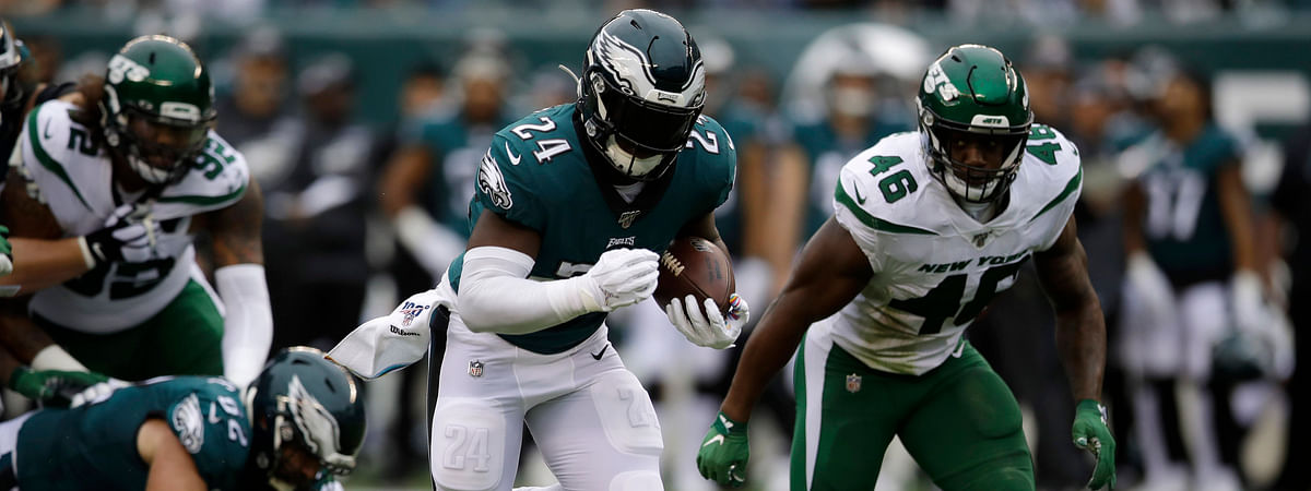 Eagles running back Jordan Howard rumbles against the Jets on Oct. 6 (Matt Rourke)