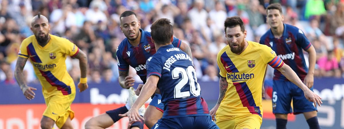Barcelona's Lionel Messi controls the ball past Levante's Jorge Miramon during the Spanish La Liga soccer match in Valencia, Spain, Nov.2 , 2019.