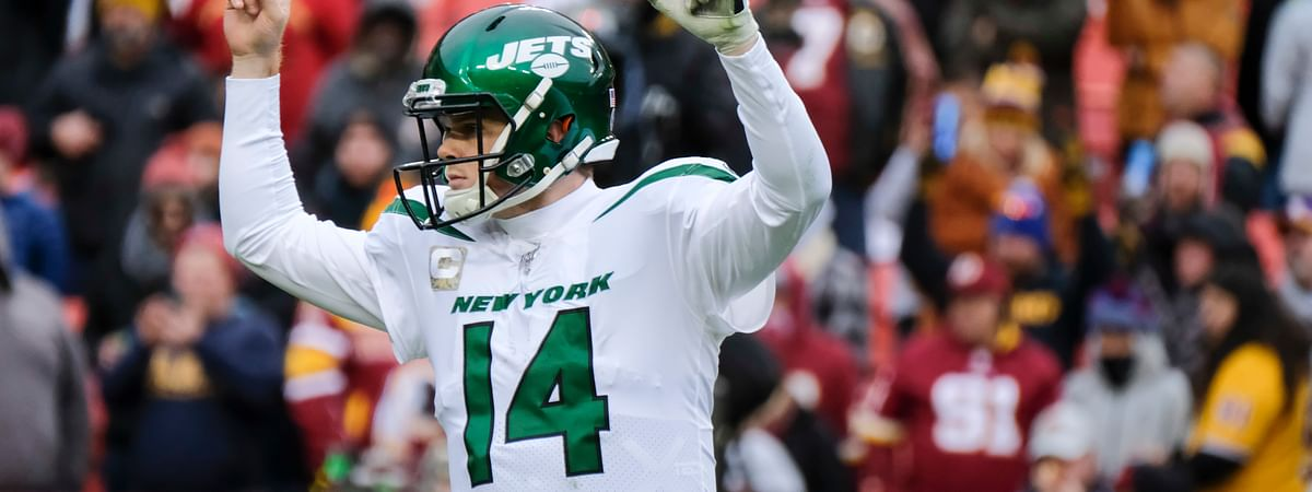 New York Jets quarterback Sam Darnold (14) celebrates a touchdown against the Washington Redskins during the second half of an NFL football game, Sunday, Nov. 17, 2019, in Landover, Md.
