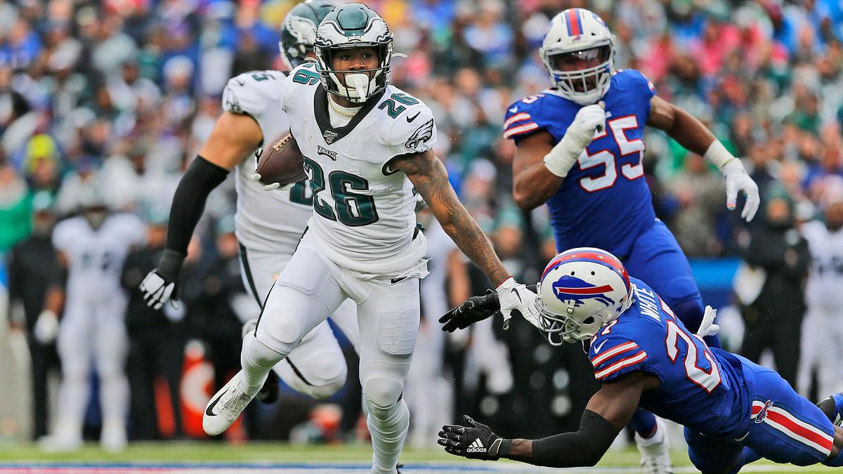 Eagles running back Miles Sanders had a long touchdown run last Sunday against the Bills (John Munson)