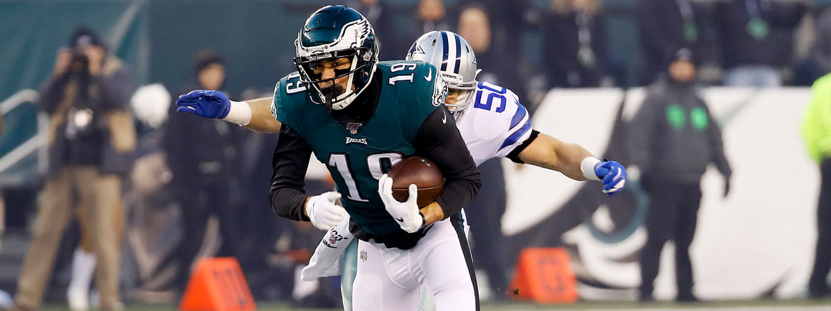 Eagles wide receiver J.J. Arcega-Whiteside makes a catch at midfield against the Cowboys on Dec. 22 (Chris Szagola)