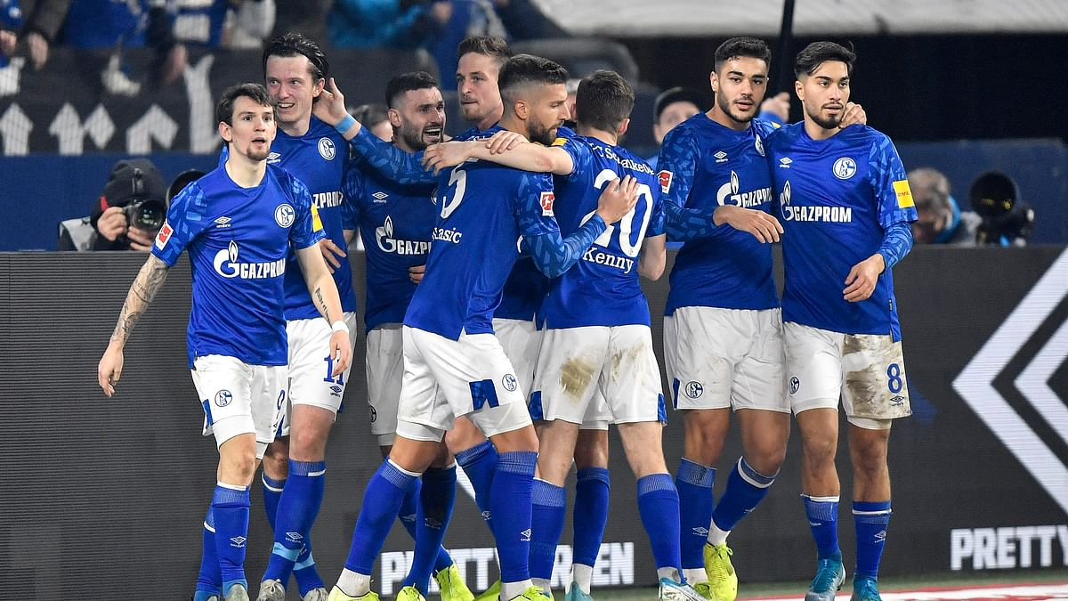 Schalke's scorer Michael Gregoritsch, 2nd from left, celebrates with his team their 2nd goal during the German Bundesliga soccer match between FC Schalke 04 and Borussia Moenchengladbach at the Arena in Gelsenkirchen, Germany, Friday, Jan. 17, 2020. (AP Photo/Martin Meissner)