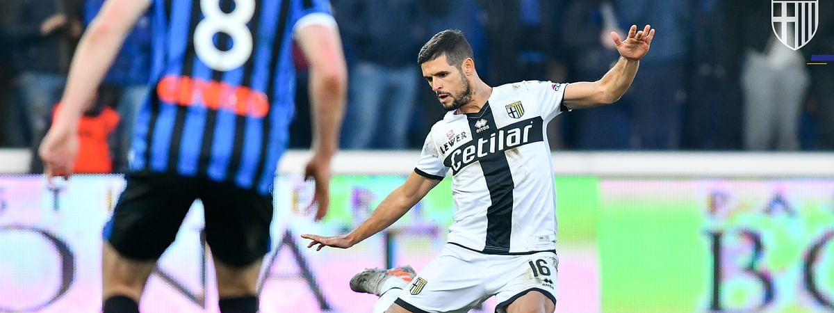 Parma's Laurini Vincent battles Atalanta on January 6, 2019