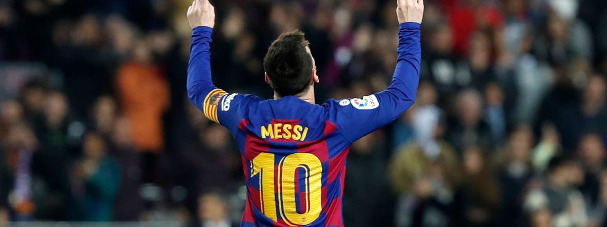 El argentino Lionel Messi festeja después de anotar el segundo gol del Barcelona en el partido por La Liga española frente al Barcelona, en el Camp Nou de Barcelona, el sábado 7 de diciembre de 2019.