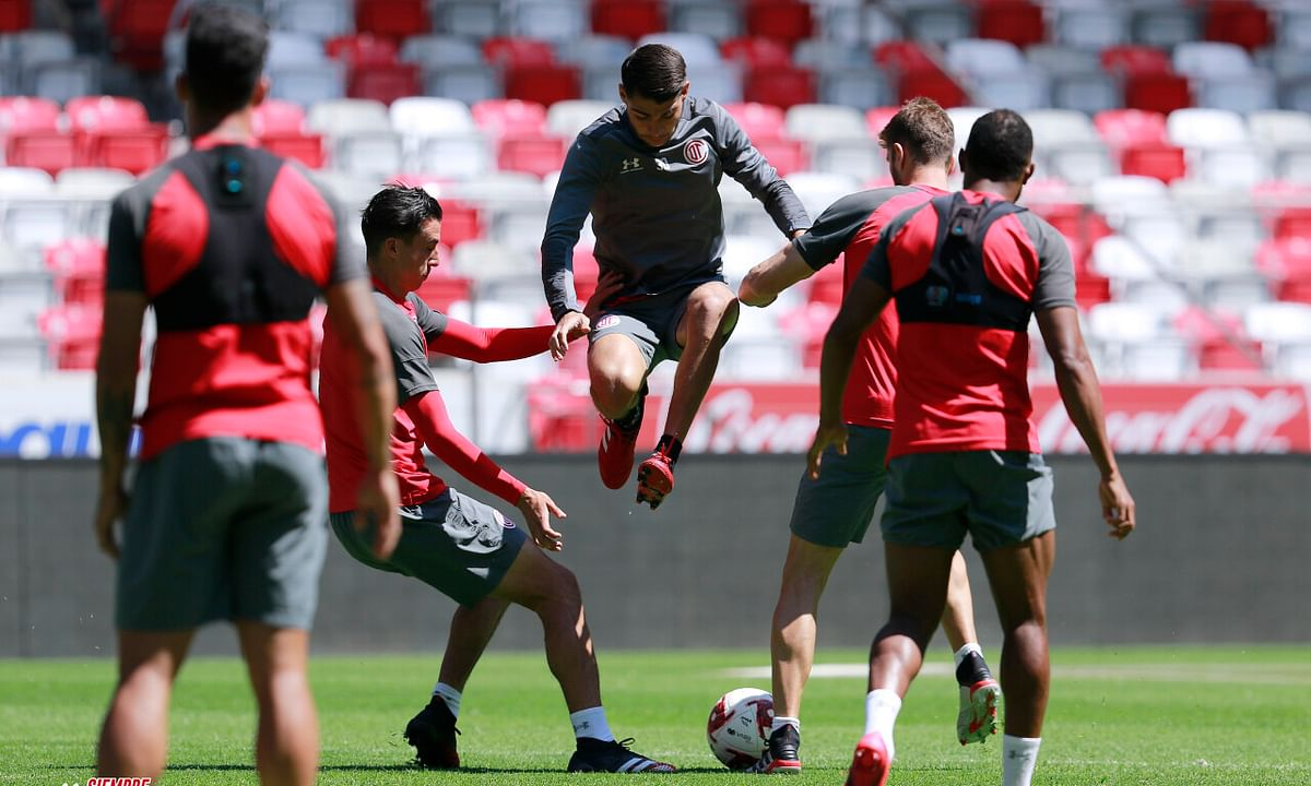 Deportivo Toluca FC practicing for today's match with Club Atlas