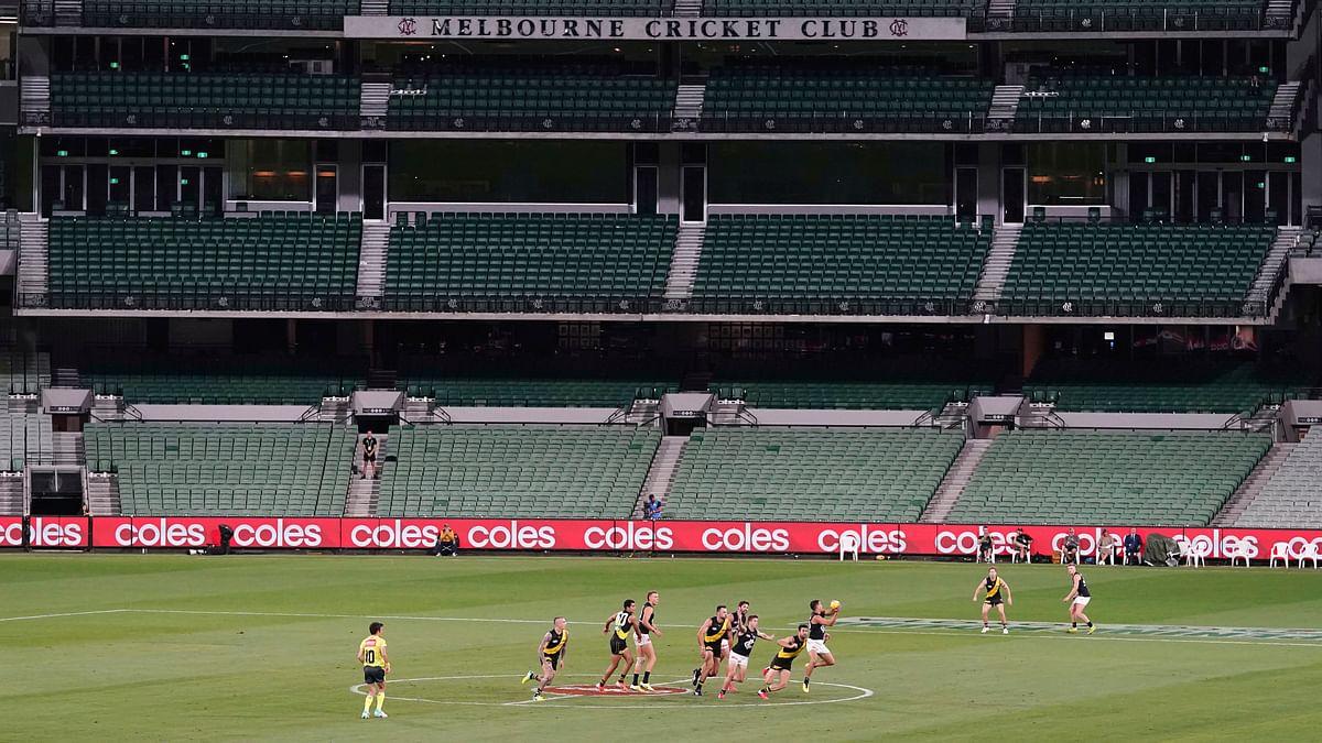 Hooroo AFL — Aussie rules football suspends league until May 31
