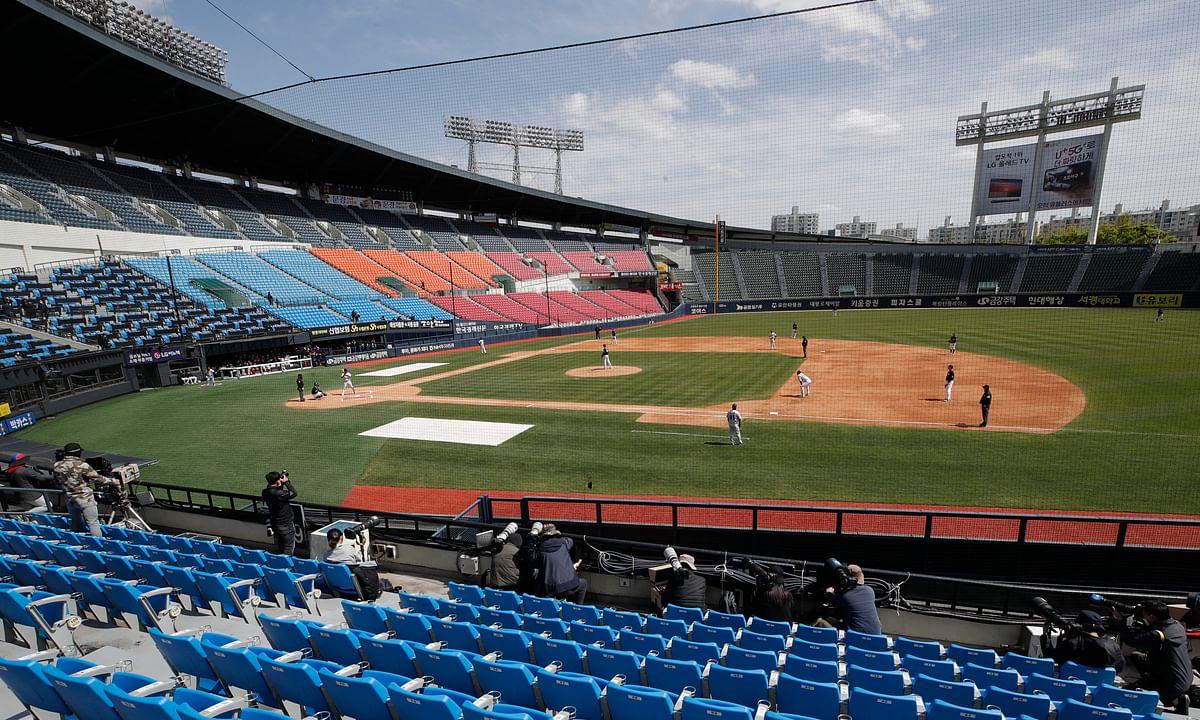 Play ball! South Korean baseball preseason begins in empty stadiums