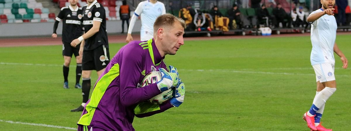 Torpedo-BelAZ Zhodino goalkeeper Vladimir Bushma in action