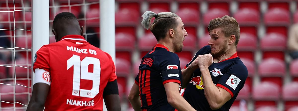 Leipzig's Timo Werner celebrates scoring their fourth goal with Kevin Kampl during a German Bundesliga soccer match between FSV Mainz 05 and RB Leipzig in Mainz, Germany, Sunday, May 24, 2020.