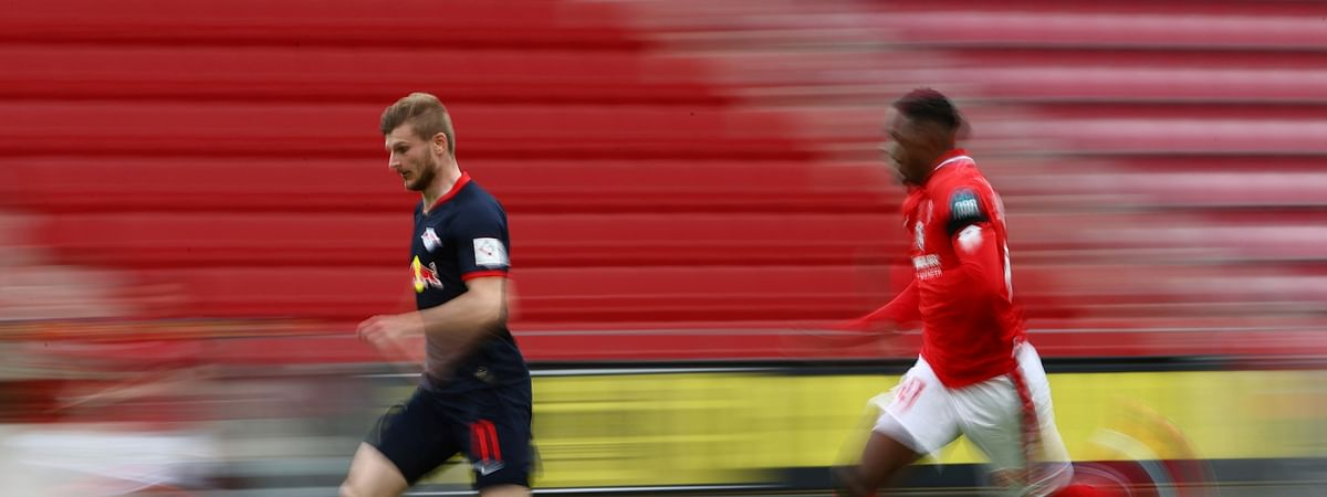 Leipzig's Timo Werner in action with 1.FSV Mainz 05's Moussa Niakhate during a German Bundesliga soccer match between FSV Mainz 05 and RB Leipzig in Mainz, Germany, Sunday, May 24, 2020.