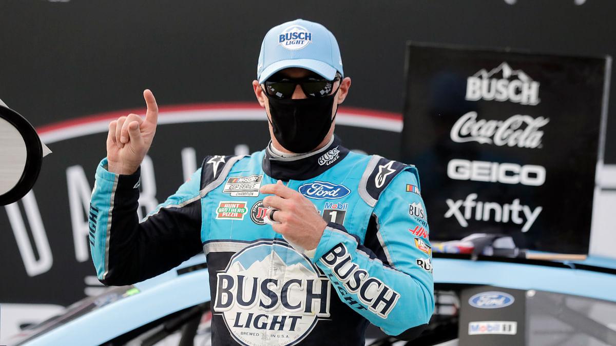 Kevin Harvick beats Alex Bowman to win at Darlington as NASCAR returns to racing