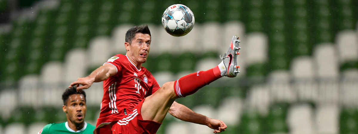 Bayern's Robert Lewandowski controls the ball during the German Bundesliga soccer match between Werder Bremen and Bayern Munich in Bremen, Germany, Tuesday, June 16, 2020. Because of the coronavirus outbreak all soccer matches of the German Bundesliga take place without spectators.