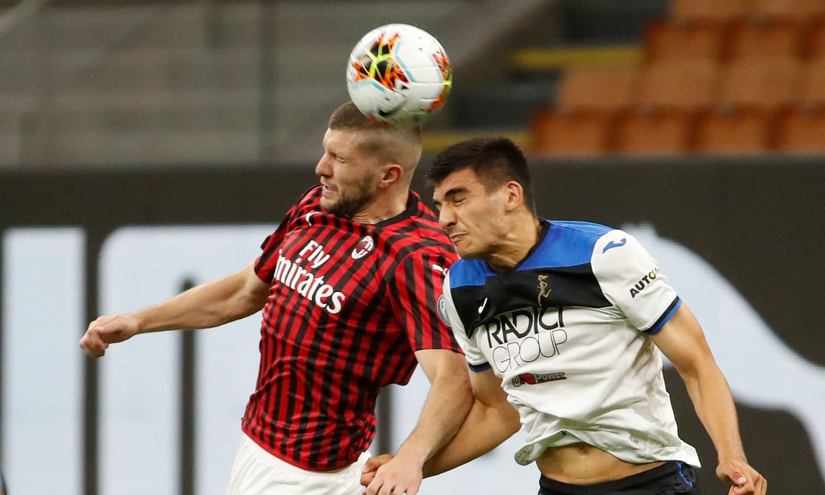 AC Milan's Ante Rebic, left, jumps for a header with Atalanta's Bosko Sutalo during the Serie A soccer match between AC Milan and Atalanta at the San Siro stadium, in Milan, Italy, Friday, July 24, 2020.