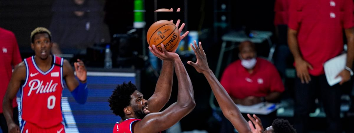 Sixers' Joel Embiid (21) shoots over the Wizards' Thomas Bryant (13) e Wednesday