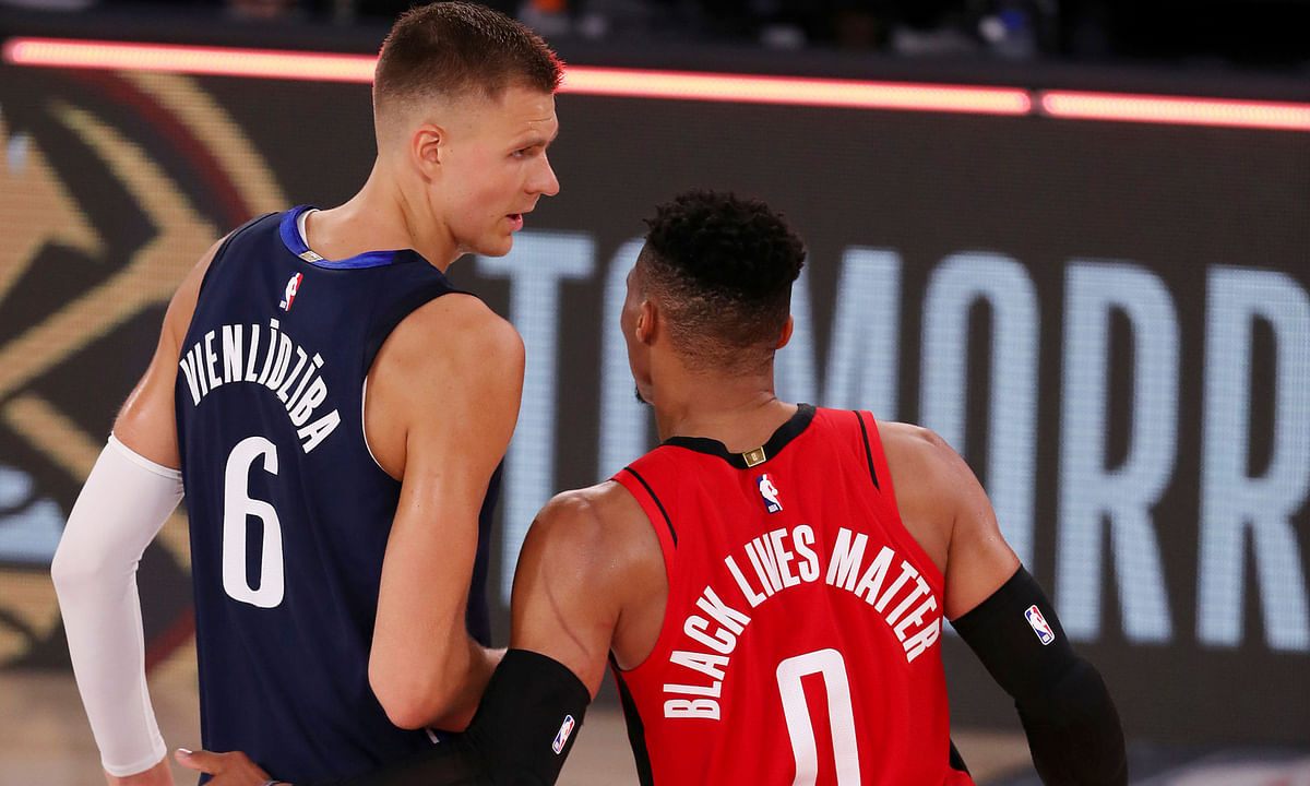 The Mavericks' Kristaps Porzingis (left) and the Rockets' Russell Westbrook congratulate each on combining to get their teams to break the 300-point barrier Friday